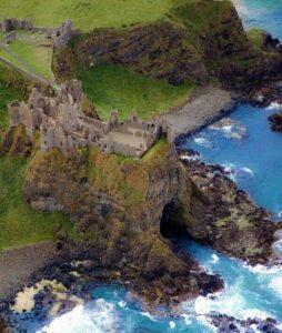 overview of castle Dunluce in Irelandd